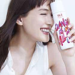 モデルプレス - 綾瀬はるか「思わず、全力疾走」美しい存在感を放つ新CMの中で表現したものとは?