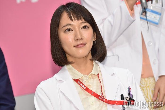 関西テレビ・フジテレビ系連続ドラマ「メディカルチーム レディ・ダ・ヴィンチの診断」では研修医に (C)モデルプレス