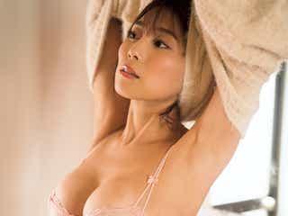 """""""日本一エロいグラドル""""森咲智美、豊満バストあらわ 色っぽいお着替えシーン"""