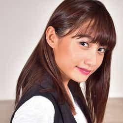 モデルプレス - 武田あやな、スラリ美ボディ際立つ表紙で注目 チャームポイントは「お尻とくびれ」 モデルプレスインタビュー