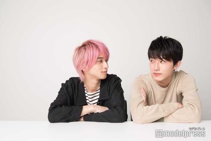 撮影中の雑談は横浜さん行きつけの激辛ラーメンの話題(杉野さんも最近通い始めたとのこと)(C)モデルプレス