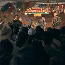 SPiCYSOLのライブの様子「TERRACE HOUSE TOKYO 2019-2020」5th WEEK(C)フジテレビ/イースト・エンタテインメント