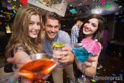 男子が「コイツ酒癖悪いんだろうなぁ…」と思う女子の飲み姿5選