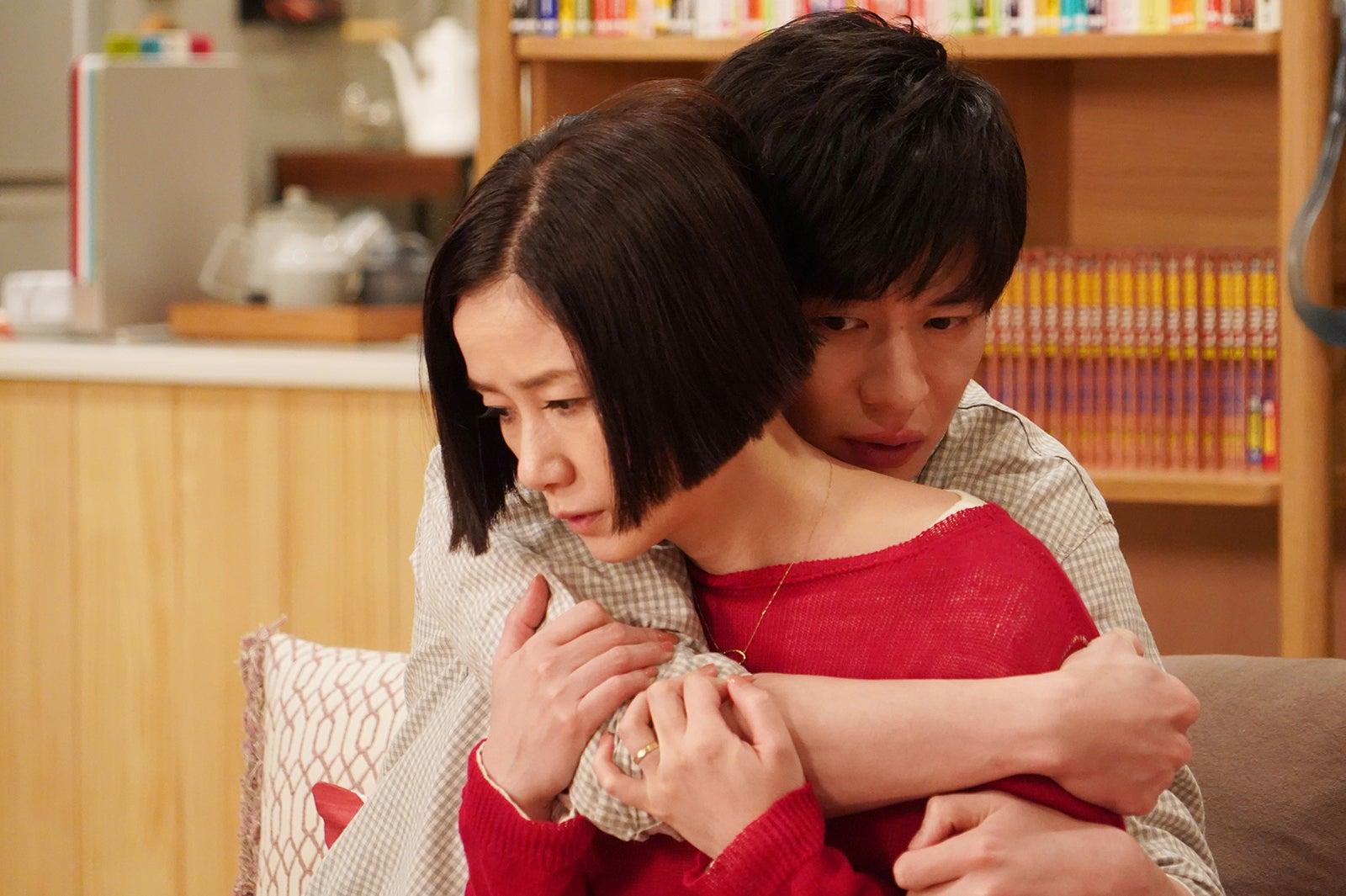 原田知世、田中圭/「あなたの番です」第5話より