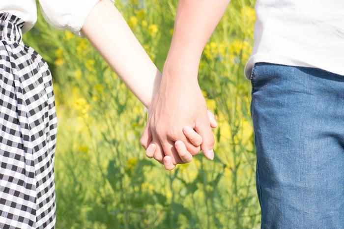20代で結婚する女性の特徴4選|「そのうち結婚できれば」は危険?/Photo by ぱくたそ