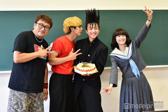 福田雄一監督、賀来賢人、伊藤健太郎、清野菜名(C)モデルプレス