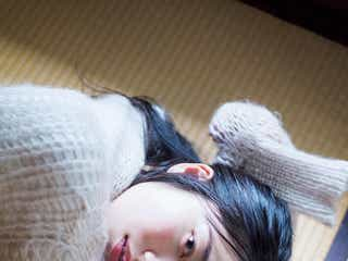 AKB48横山由依、ゆるニット×色っぽい視線にドキッ