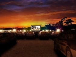 映画みたいにロマンティック!大磯ロングビーチ駐車場が一夜限りの野外シアターに