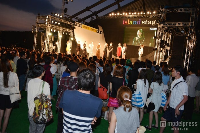 「a-nation&GirlsAward lsland collection」の「Numero TOKYO」ステージ/客席の様子