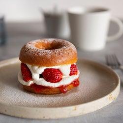 京都に工場併設型ドーナツファクトリー「koe donuts」1号店がオープン