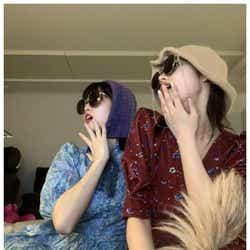 """モデルプレス - TWICEモモ&サナ、""""真夜中のライブ配信""""2ショット公開 美くびれにも注目集まる"""