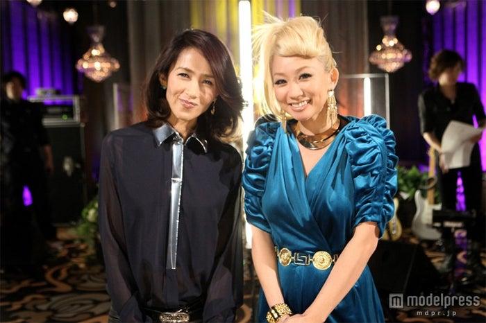 「僕らの音楽」で工藤静香(左)と共演した倖田來未(右)
