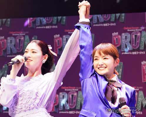 葵わかな&三吉彩花、レズビアンの女子高生カップル役「カップルっぽさが出てきたのかな」<The PROM>