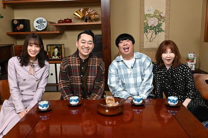「全国ボロいい宿」で初共演を果たした佐々木久美、バナナマン(設楽統・日村勇紀)、YOU (C)TBS
