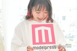 今回もやっぱりモデルプレスのロゴを食べる。(C)モデルプレス