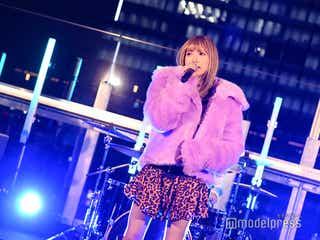 安斉かれん「TGC teen 2020 Winter online」で新曲披露 渋谷に美声響かせる