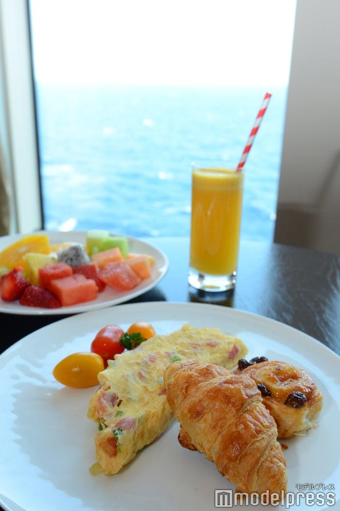 パレスレストランでの朝食(C)モデルプレス
