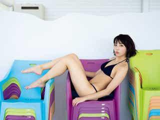 注目女優・坂ノ上茜、黒ビキニで抜群スタイル