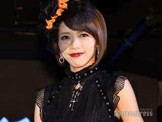 釈由美子、妖艶なコスプレ姿で登場「久しぶりに網タイツを履いちゃった」