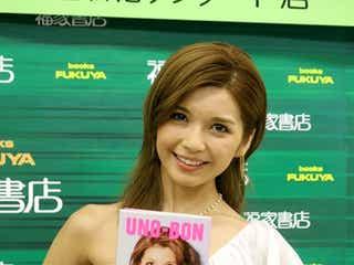 AAA宇野実彩子、お気に入りは「水着写真」 ミニワンピで美脚披露