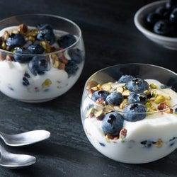 【簡単レシピ】冷凍ブルーベリーで、おしゃれ&ヘルシーな朝食を