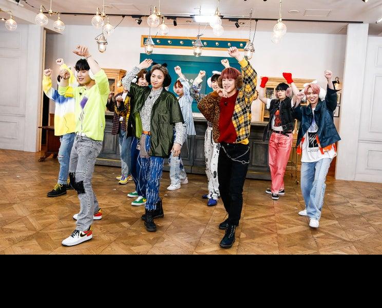"""JO1、新曲初披露&ワンカット撮りステージも """"人狼ダンス""""で盛り上がる<「CHALLENGER」ショーケースレポ>"""