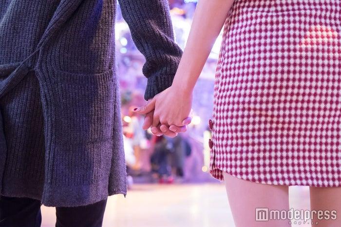2人ならんで見れば仲も深まる/モデル:かえで、笹森裕貴(C)モデルプレス