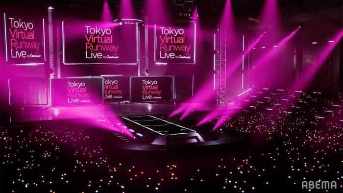 「Tokyo Virtual Runway Live by GirlsAward」ステージの様子(C)Tokyo Virtual Runway Live by GirlsAward©︎AbemaTV, Inc.