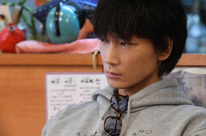 綾野剛/「MIU404」第6話より(C)TBS