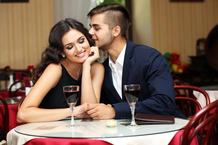 初デートで男性からキスされるのはアリ?女性の本音を徹底調査!(photo-by-Africa-Studio/Fotolia)