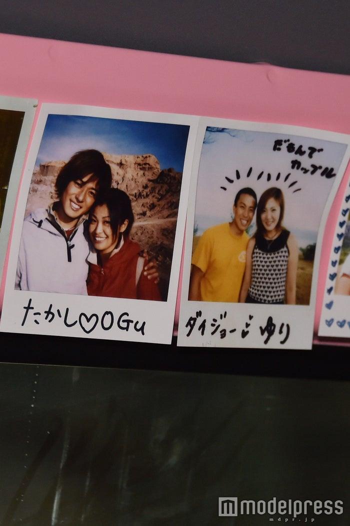 オグ&タカシ、ゆり&ダイジョー夫妻の写真を発見(C)モデルプレス