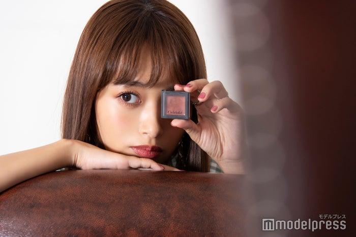 マンダリン色で夏メイクにぴったりなマルチカラー/近藤千尋(C)モデルプレス