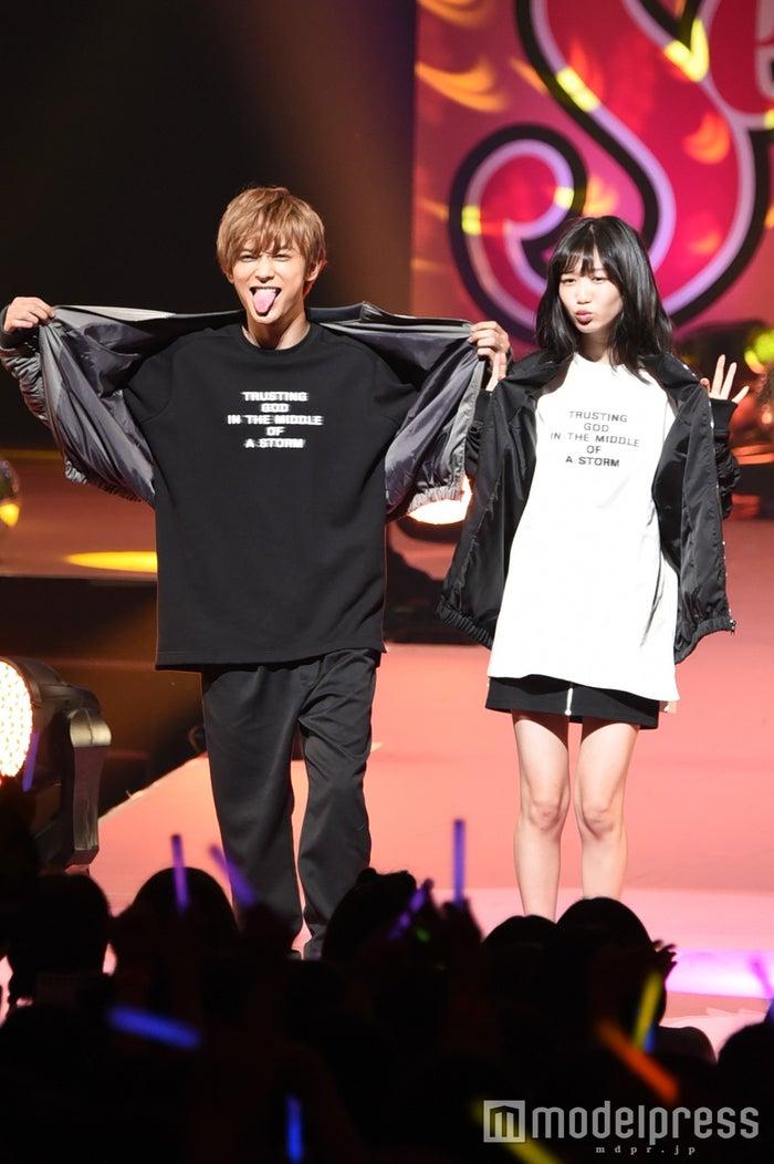 「Seventeen 夏の学園祭2016」に出演した吉沢亮&岡本夏美(C)モデルプレス