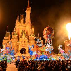 モデルプレス - 閉園後のディズニーランドを貸切、30周年パレードがスペシャルバージョンに