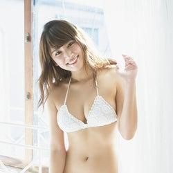 久松郁実、ビキニ7変化で美バスト披露