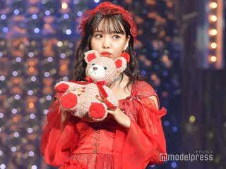 藤田ニコル、胸元チラ見せで大人の色気 真っ赤な衣装が新鮮可愛い<ViVi Night>