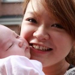すっぴんは嫌!でも赤ちゃんにファンデがつくのは避けたい・・・産後のメイクどうしてる?