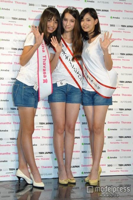 中央:「2013ミス・ティーン・ジャパン」グランプリ・トラウデン直美さん(13)、左:サマンサタバサ賞の井桁弘恵さん(15)、右:準グランプリの米多比玖実さん(15)