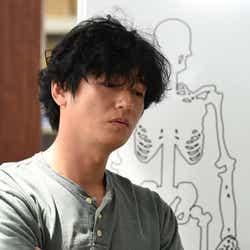 井浦新/「アンナチュラル」第1話より(C)TBS
