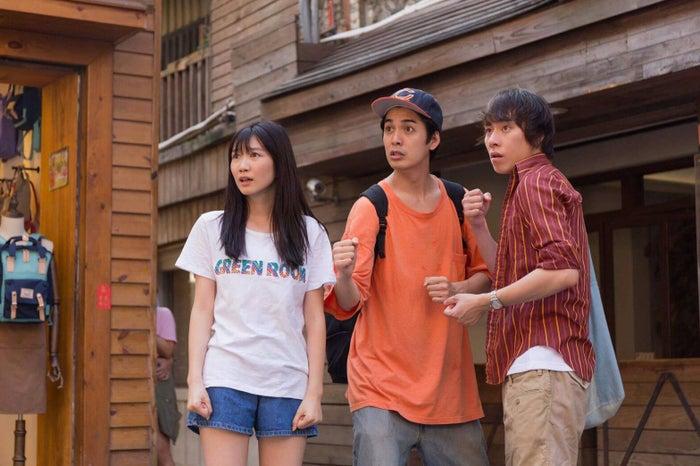映画『台湾より愛をこめて』で共演する(左から)岡本夏美、大野拓朗、大野拓朗(C)ITOH COMPANY