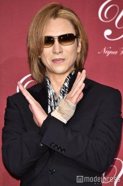 """X JAPAN・YOSHIKI、""""お菓子食べまくり""""の理由を説明"""