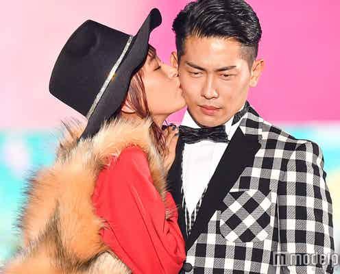 近藤千尋&ジャンポケ太田夫妻、ステージで堂々キス「愛してる」 ラブラブぶりに歓声<関コレ2017A/W>