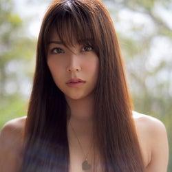 NMB48白間美瑠、艶髪でバスト隠すSEXYショット公開