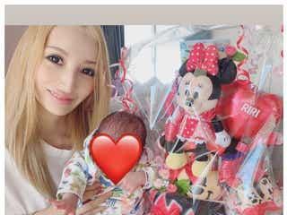 第1子出産の加藤紗里、愛娘との2ショット公開「ママの顔」と反響