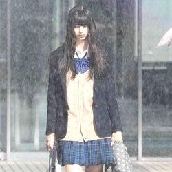 中条あやみ、ずぶ濡れで泣き崩れる 迫真演技にも注目<覆面系ノイズ>