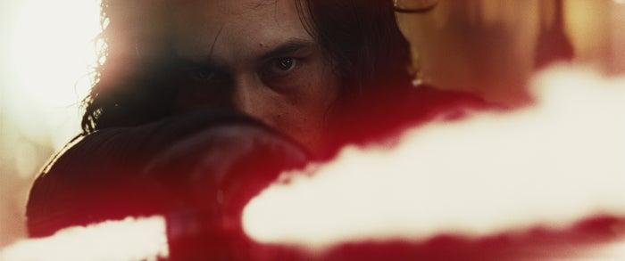 カイロ・レン/『スター・ウォーズ/最後のジェダイ』より(C)2017 Lucasfilm Ltd. All Rights Reserved.