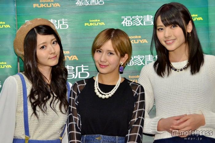 写真集「アロハロ!℃-ute 2014」(1月25日発売)の出版記念イベントに登場した(左より)鈴木愛理、岡井千聖、矢島舞美