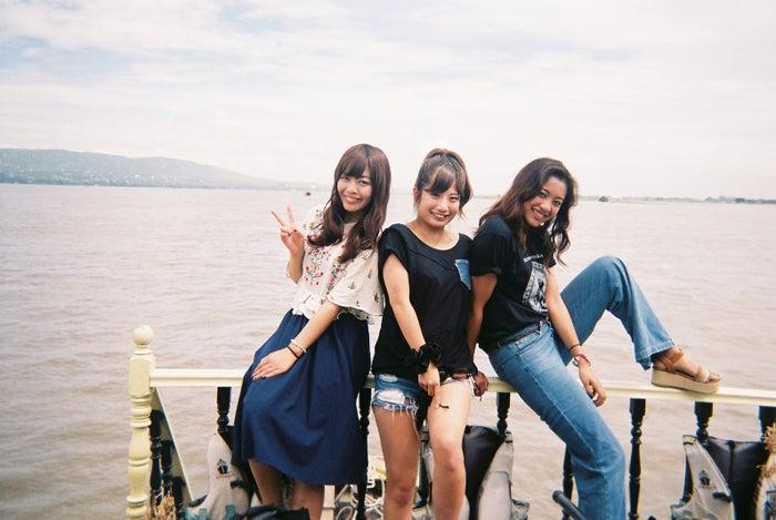 撮影の合間のオフショット/「あいのり:Asian Journey」(C)フジテレビ
