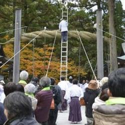 重さ400キロの大しめ縄、奈良 大神神社、太さ1メートル