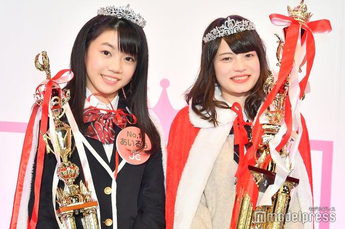 「JCミスコン2018」グランプリのあいるぅさん、「女子高生ミスコン2018」グランプリのあれんさん (C)モデルプレス